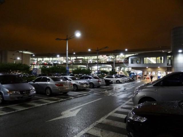 韓国語もできないのに韓国長期滞在 仁川国際空港 雨