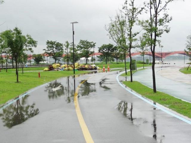 浸水した漢江(ハンガン) まだ水が引いてない
