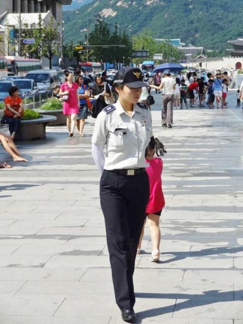 韓国 光化門広場 美女警官