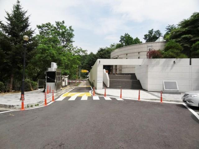 韓国 お墓マンション エントランス