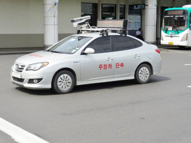 韓国のハイテク 駐車違反取締カー