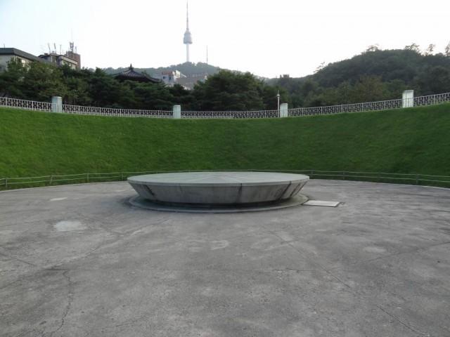 南山コル韓屋村マウル タイムカプセル広場