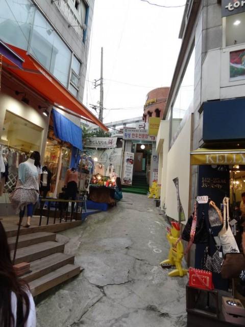 新村(シンチョン)の通り オシャレなお店