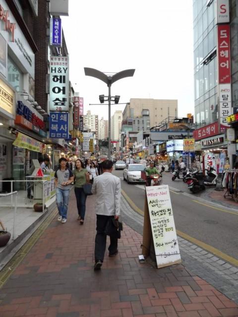 新村(シンチョン)の通り
