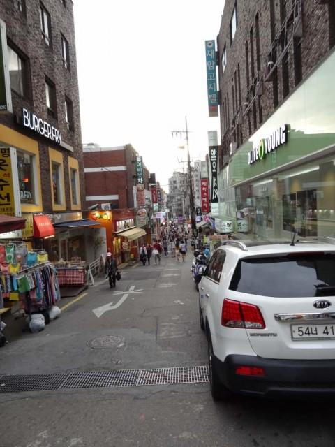新村(シンチョン)の街 カフェ通り