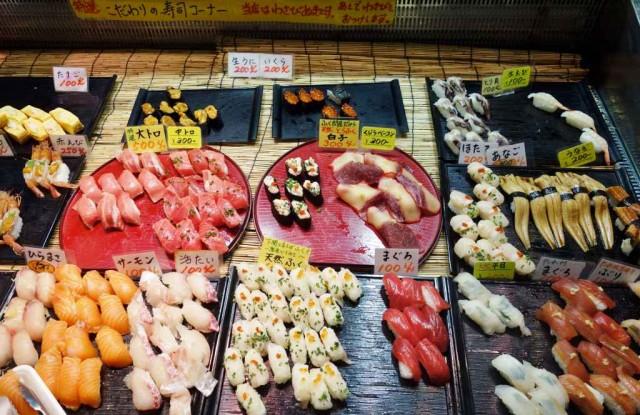唐戸市場 好きな寿司を取る
