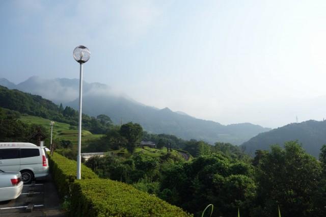 宮崎の山は高くはなく山の上に街があったりして幻想的で良い場所でした。