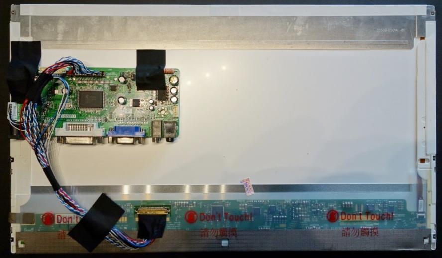 配線とビデオコントローラーをテープでくっつける