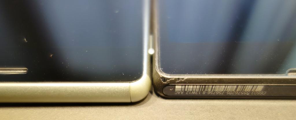初代Xperia Zには妙な溝があってそこにホコリが入ったりして見た目もよくない。