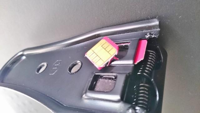 使用済のSIMカードでまずは試しにカットしてみる。
