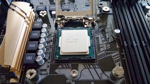 CPUを装着!乗っけただけ
