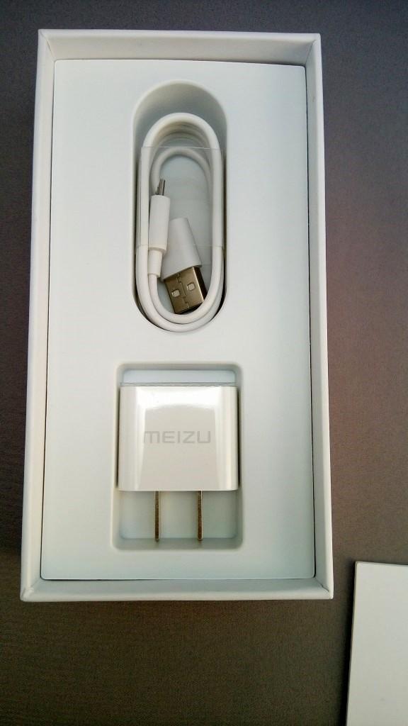 USBアダプターとUSBケーブル