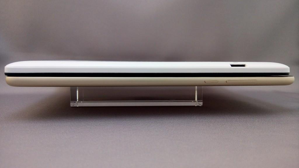上:Teclast X89 Kindow Reader、下:Mi Pad2