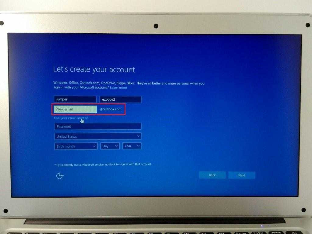 あっ、MSN.comじゃなくて最近はOutlookだった、これ英語表示なのでoutolook.comのメルアド取得できる