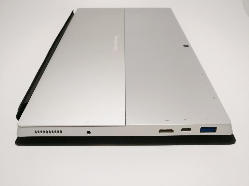 左側面:USB3.0・MicroUSB・MicroHDMI