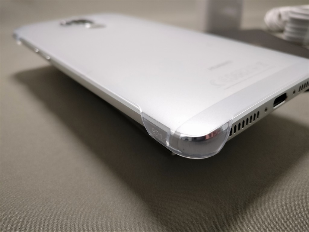 Huawei mate 9 付属品 ハードケース 裏