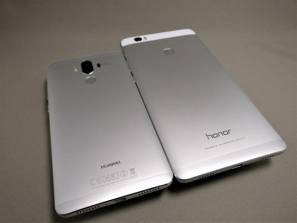 Huawei mate 9 と honor note 8 裏面 平置き