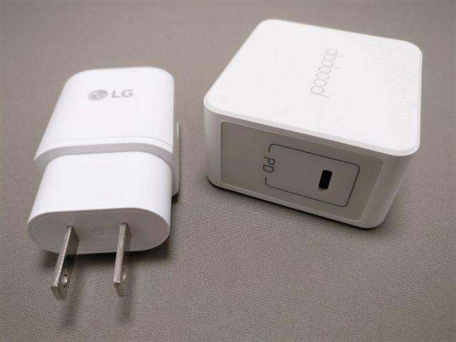 Nexus5X専用USB Type-Cアダプタ(左)とdodocool USB PDアダプタ(右)
