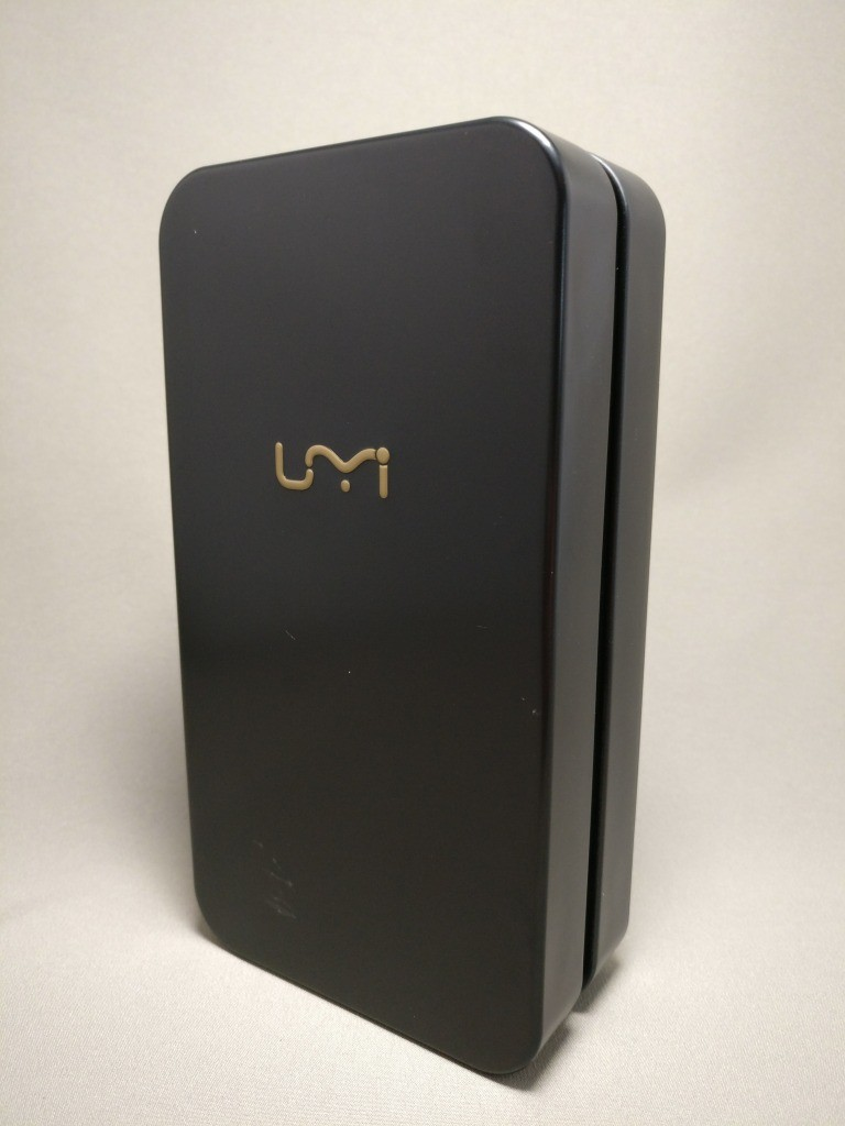 UMI Z 化粧箱 缶ペンケース 正面 斜め左