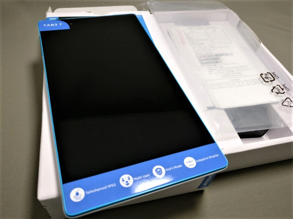 Lenovo TAB3 7 青いのはシール