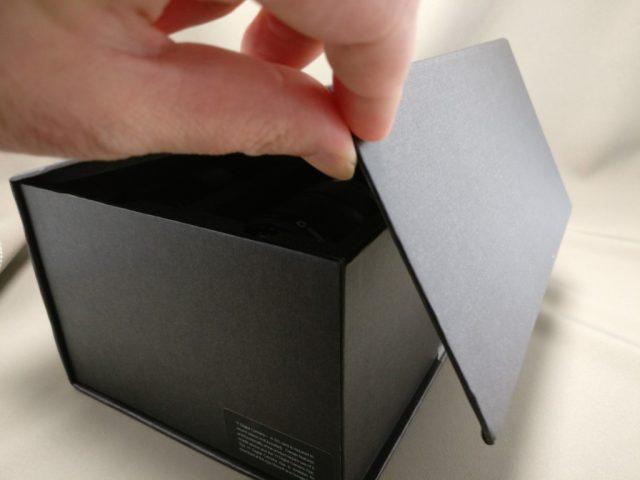 YI M1 WiFi 4K Digital Micro Single Camera  -  DUAL LENS フタを開ける