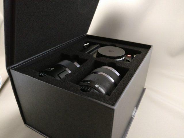 YI M1 WiFi 4K Digital Micro Single Camera  -  DUAL LENS 本体とレンズが出てきた