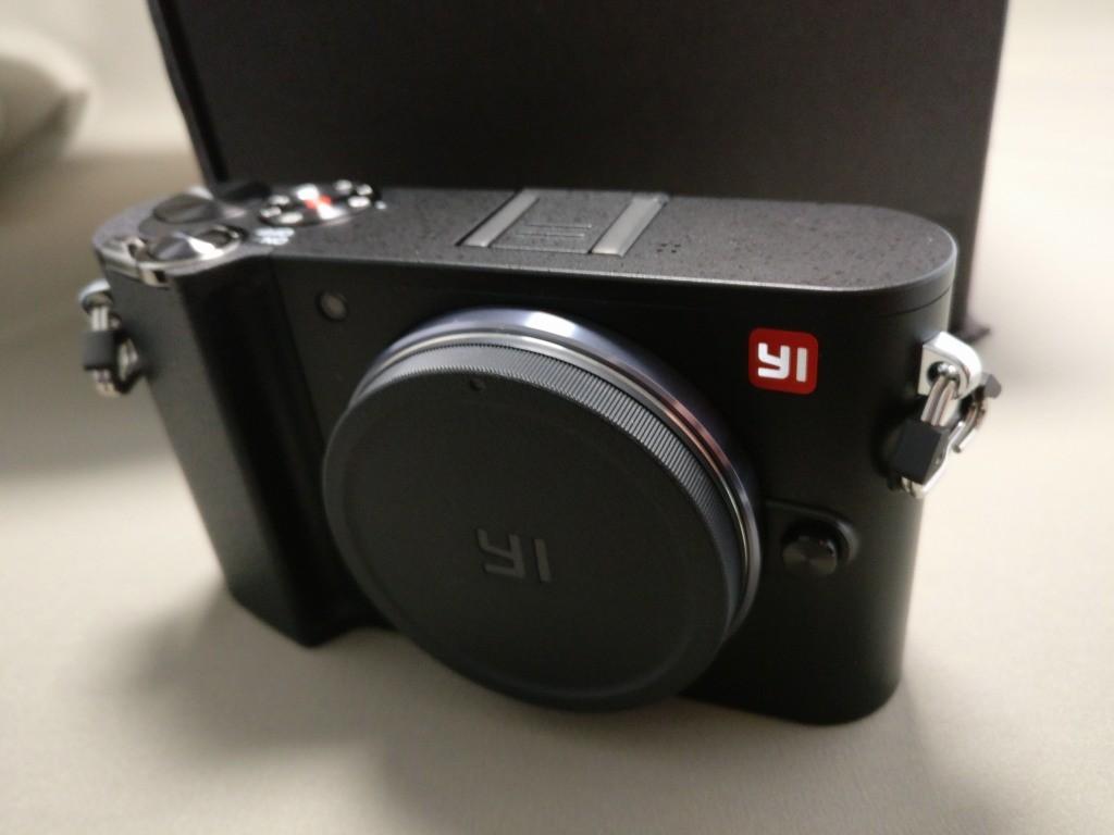 YI M1 WiFi 4K Digital Micro Single Camera  -  DUAL LENS 本体を撮りです