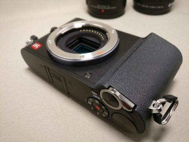 Xiaomi Yi Digital Camera M1 本体の質感 右上