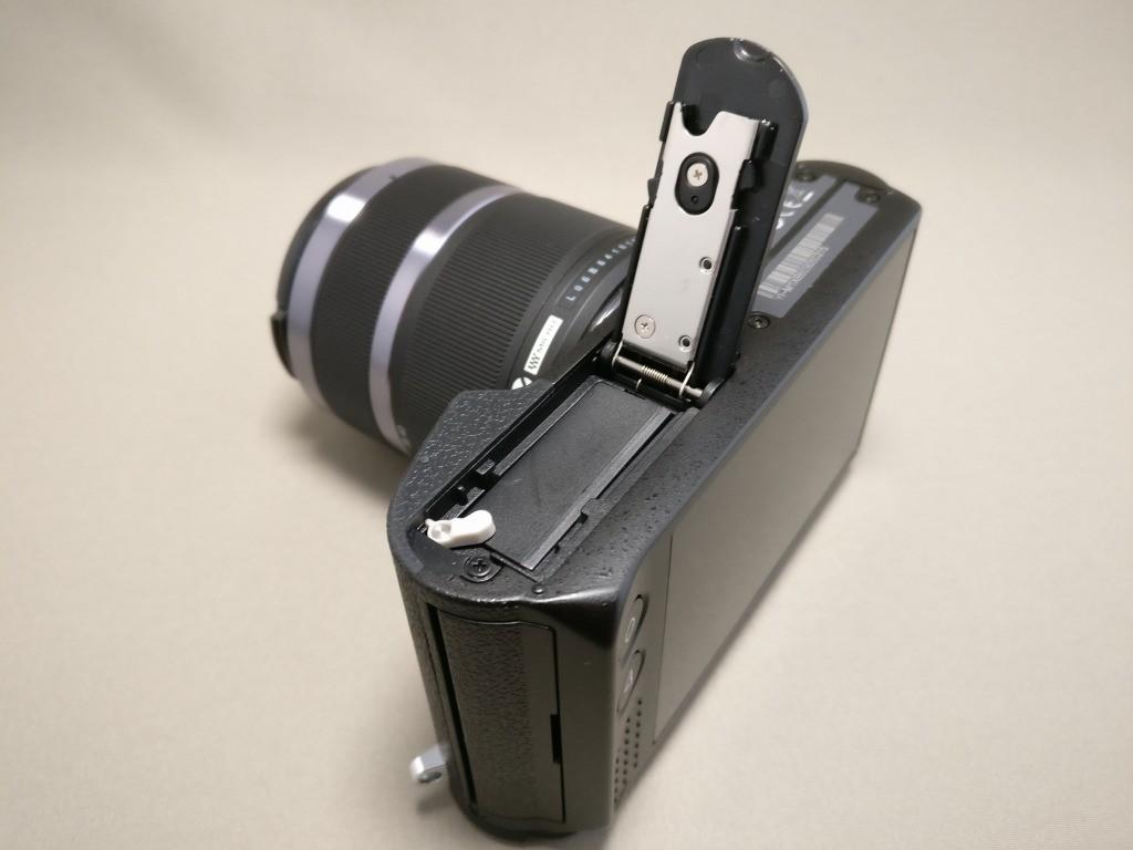 Xiaomi Yi Digital Camera M1 バッテリーフタを開ける