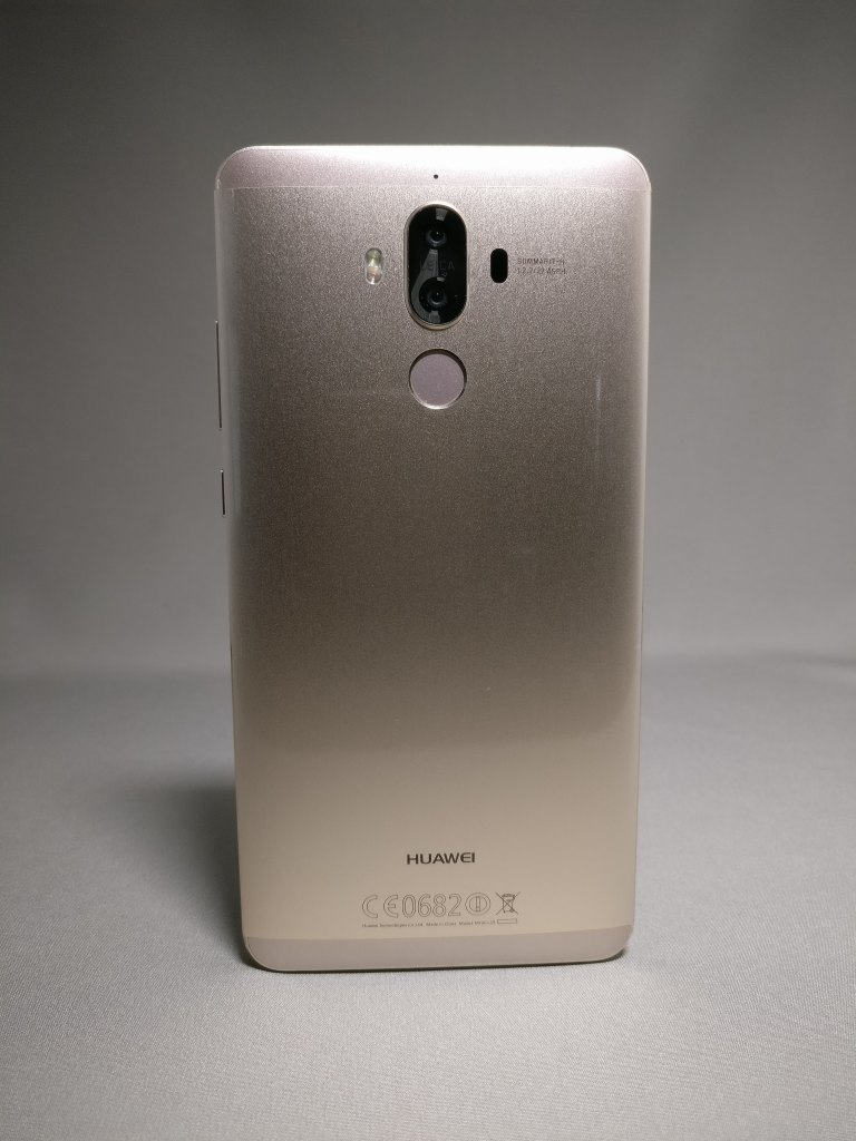 Huawei Mate 9 ゴールド 外観 裏面 正面 4
