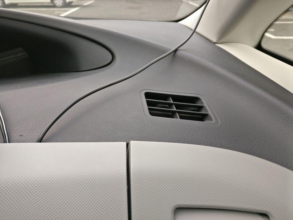 rock space マグネティックボールジョイントホルダー 運転席右側の通気口のあたりが丁度良いが