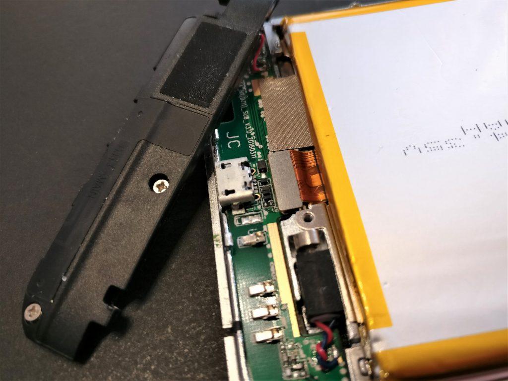 UMI Touch MicroUSBポートを直接見る