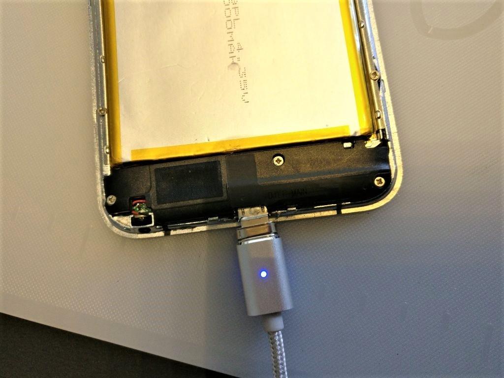UMI Touch MicroUSB交換 ハンダ付け MicroUSBソケットがぐらつくので磁石のケーブル使う