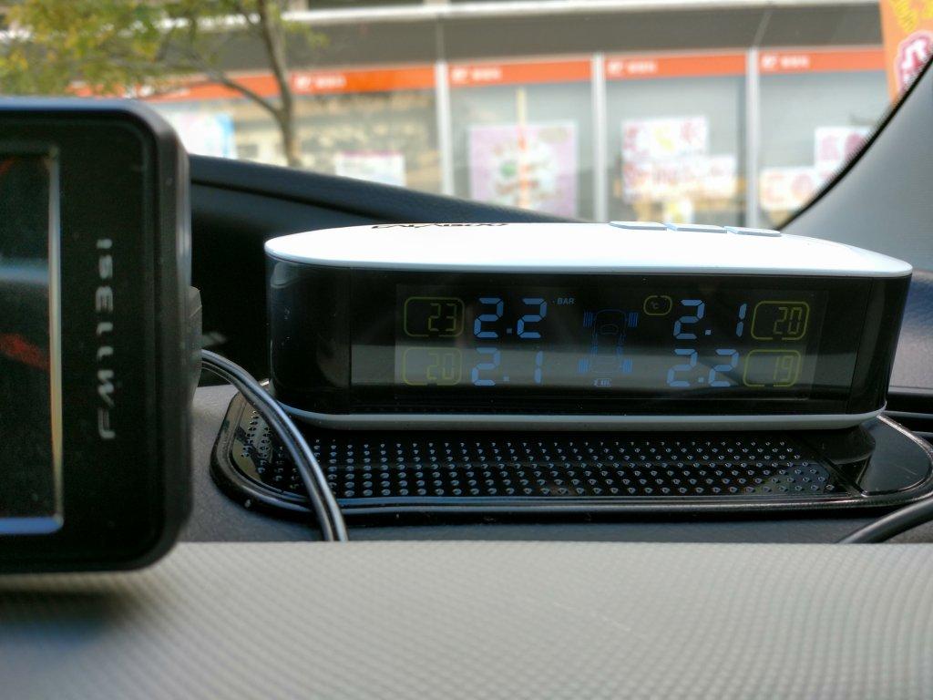 CACAGOO TPMS タイヤ空気圧監視システム LCDモニター 手前に設置