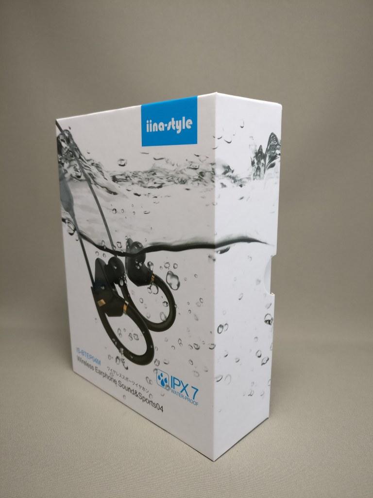 iina-style Bluetooth4.1CVD6.0 IPX7防水 イヤホン IS-BTEP04M 化粧箱 斜め表