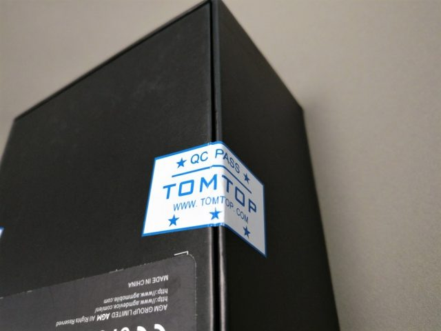 AGM A8 化粧箱 TOMTOPのシール