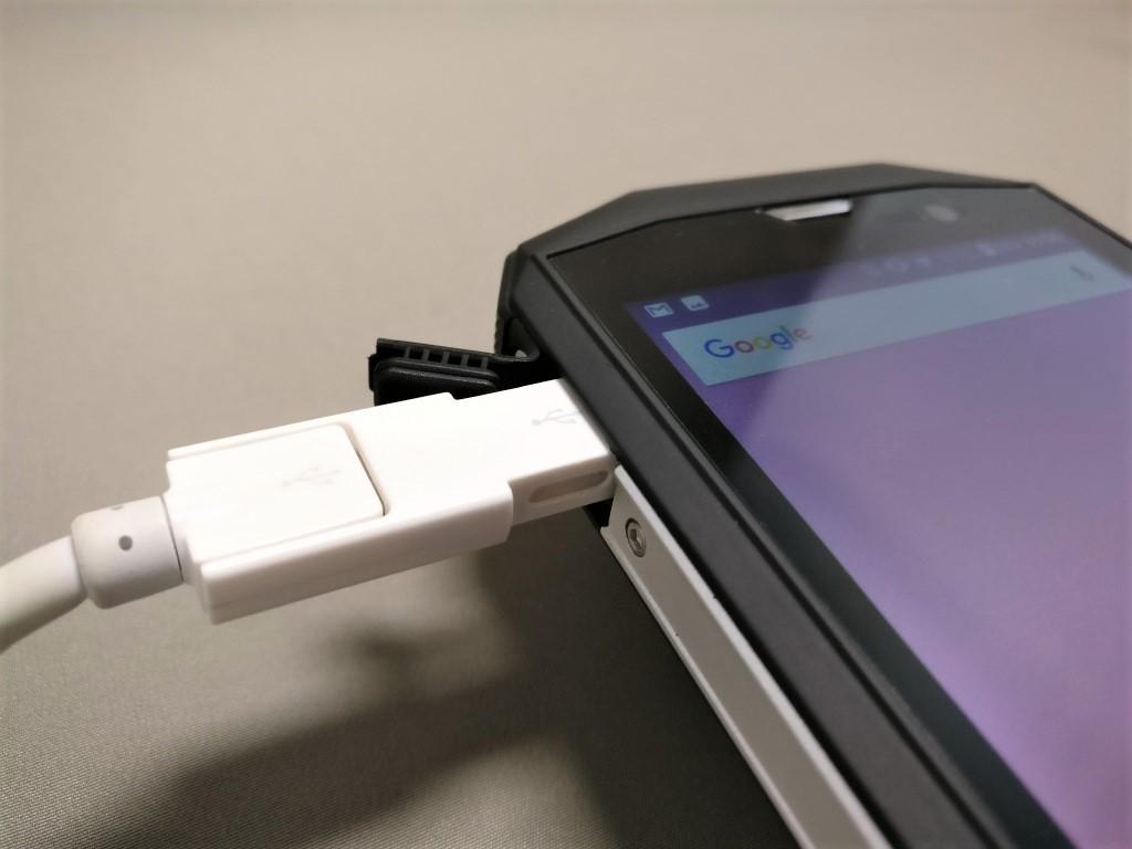 AGM A8 MicroUSBポートは選ぶ