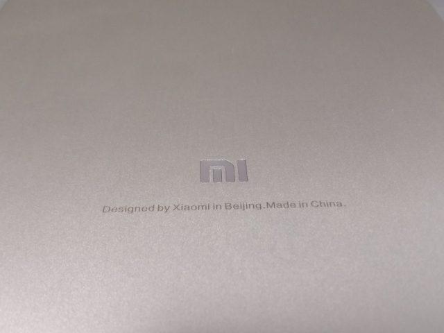 Xiaomi Mi Pad 3 裏面 MI 刻印