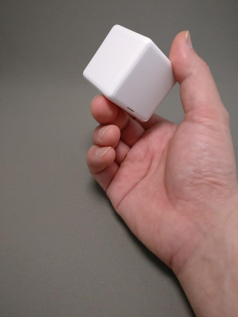 謎のCUBE(Xiaomi Mini Magic Box) ヘラを入れる隙間