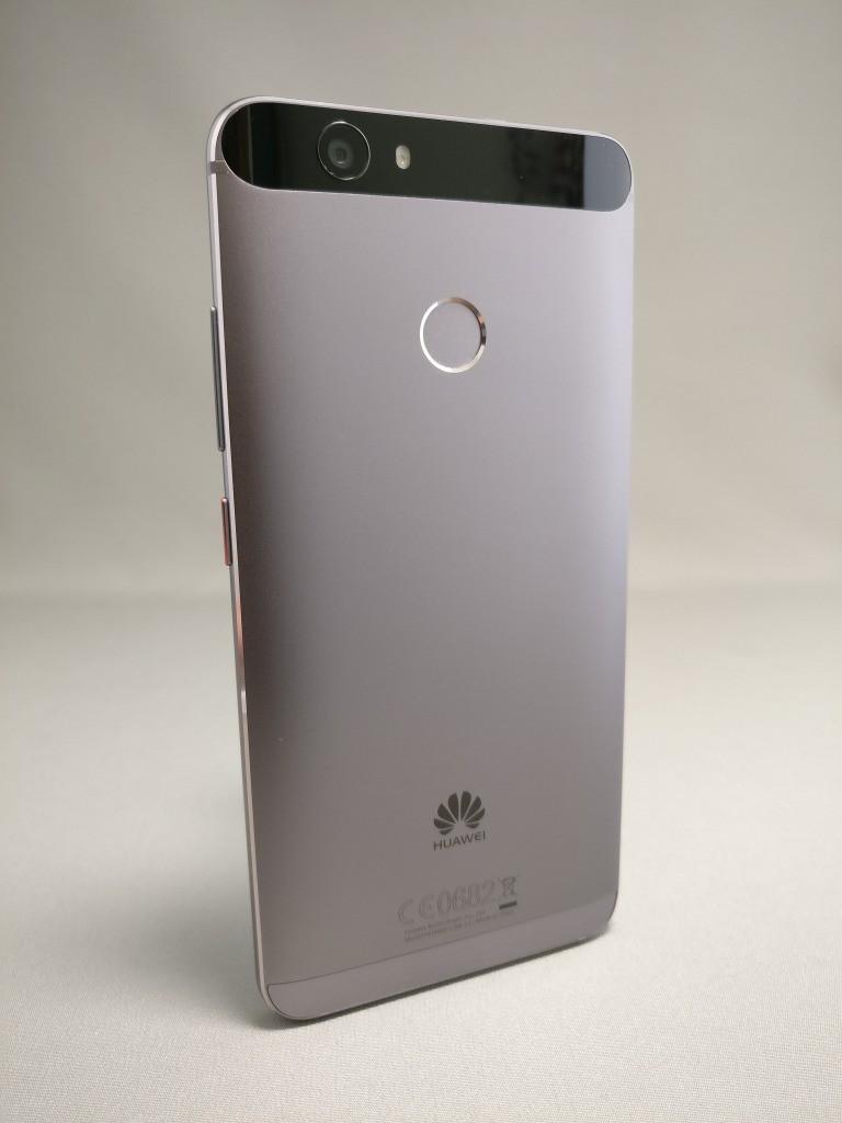 Huawei Nova 裏 10