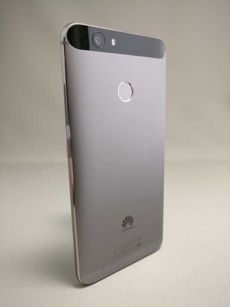 Huawei Nova 裏 11