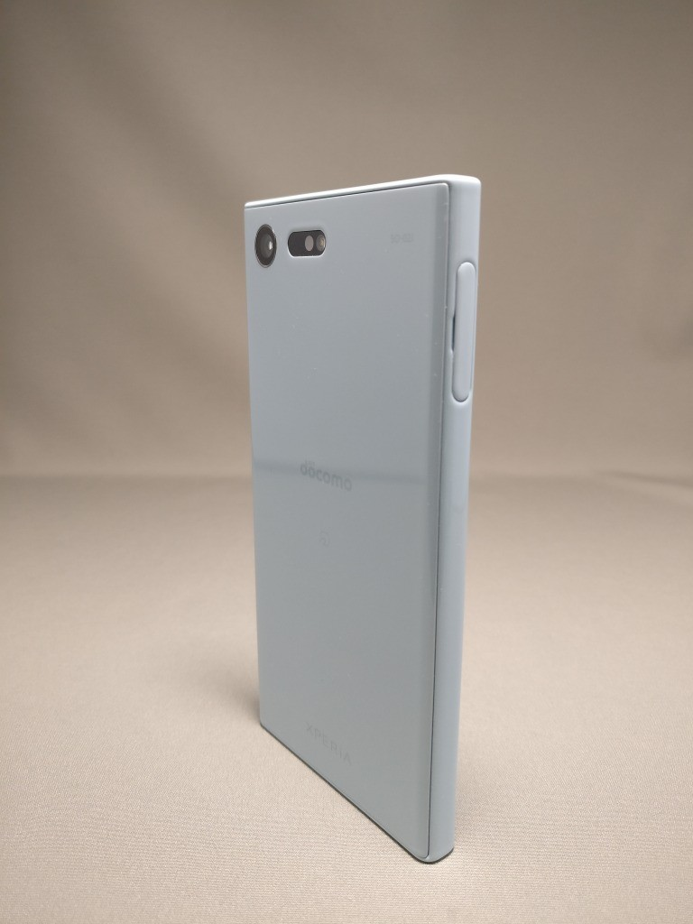 Xperia X Compact 裏面 8