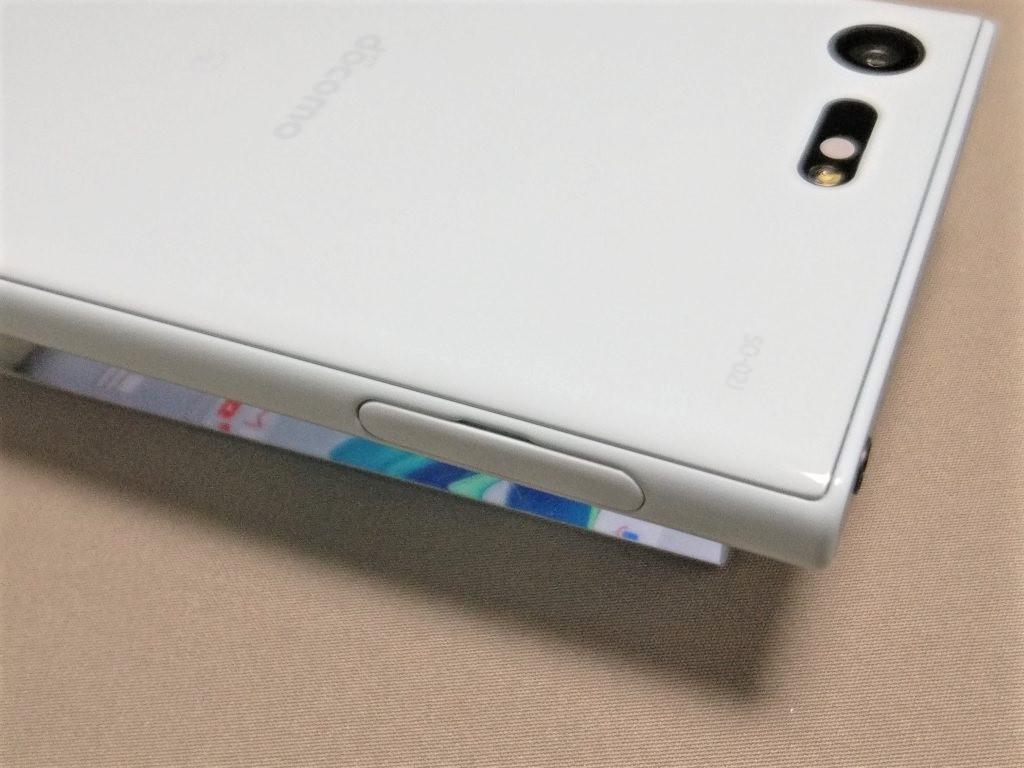 Xperia X Compact  側面 SIMフタ