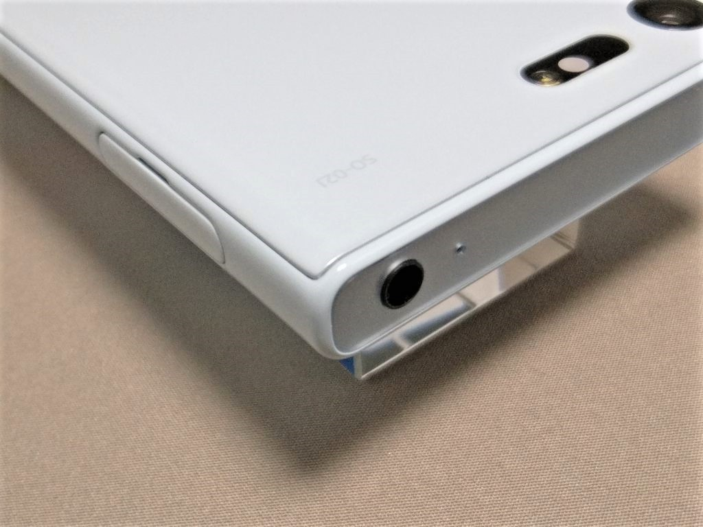 Xperia X Compact  側面 斜め上