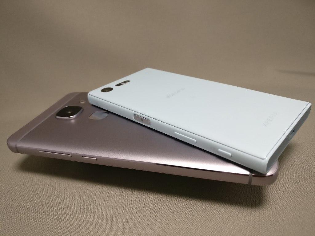 LeEco Le Max 2 X829とXperia X Compact 裏 斜め2