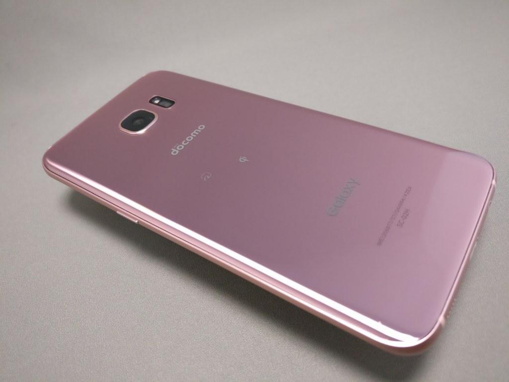 Samsung Galaxy S7 edge SH-02H ピンクゴールド 斜め