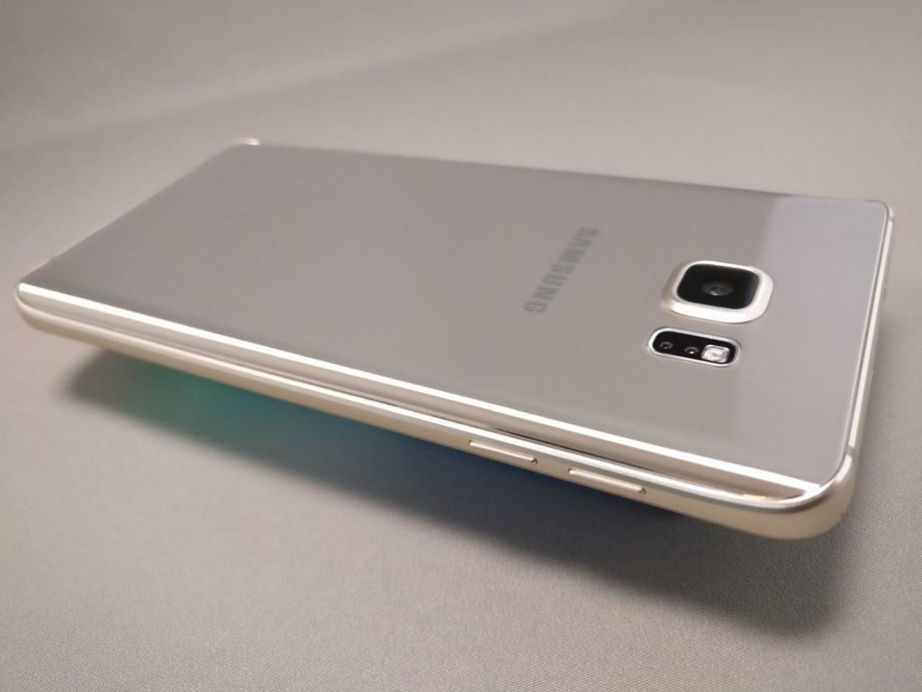 Galaxy Note 5 裏面斜め