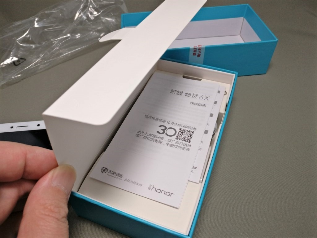 Huawei Honor 6X 付属品 フタ開ける