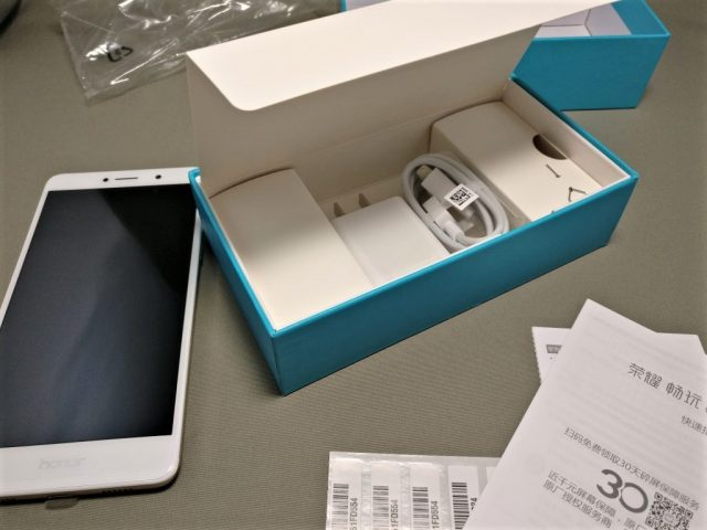 Huawei Honor 6X 付属品 フタの中