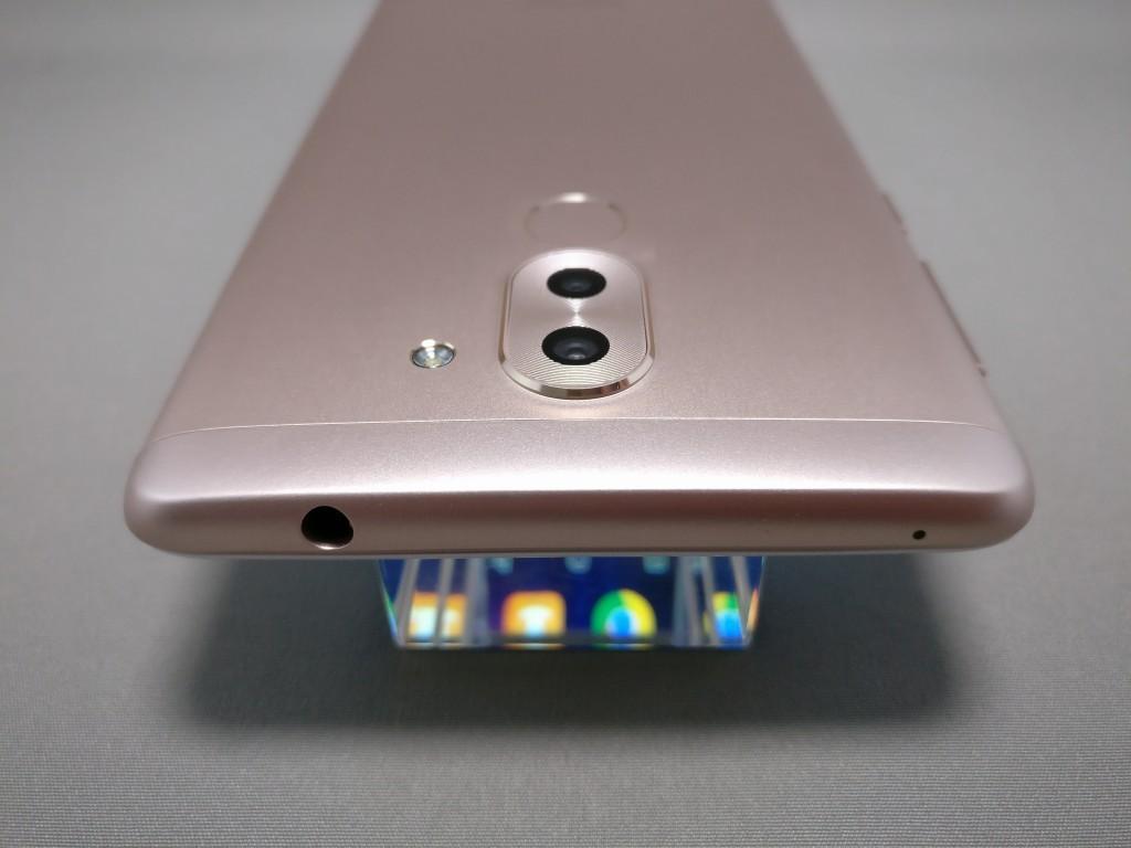 Huawei Honor 6X 側面 上 斜め